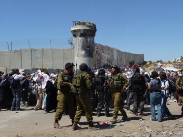 Kalandia checkpoint is the biggest checkpoint that prevents Palestinians from the West Bank to enter East Jerusalem.